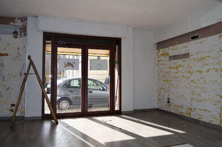 LF221A-Locale Commerciale-SANTA-MARIA-CAPUA-VETERE-Via-Lugnano