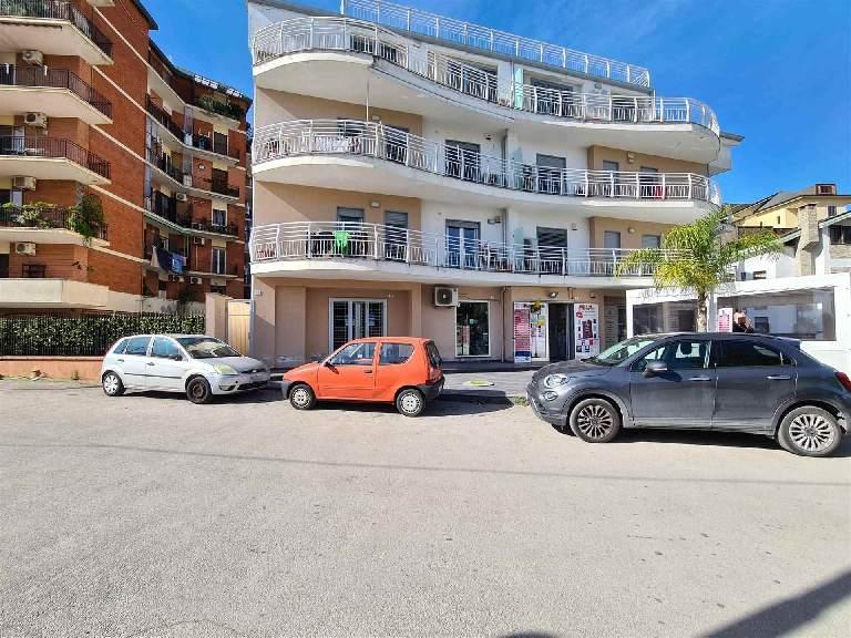 LF237-Locale Commerciale-SANTA-MARIA-CAPUA-VETERE-Via-Martiri-del-Dissenso
