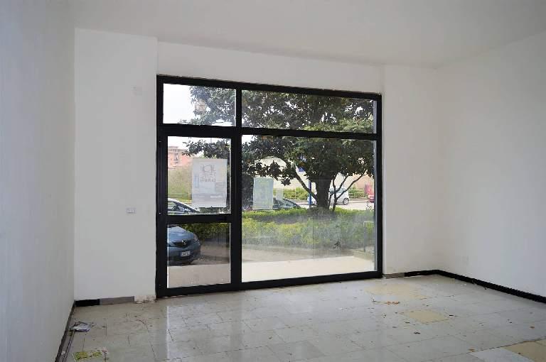 LF179E-Locale Commerciale-SANTA-MARIA-CAPUA-VETERE-Via-Jan-Palach